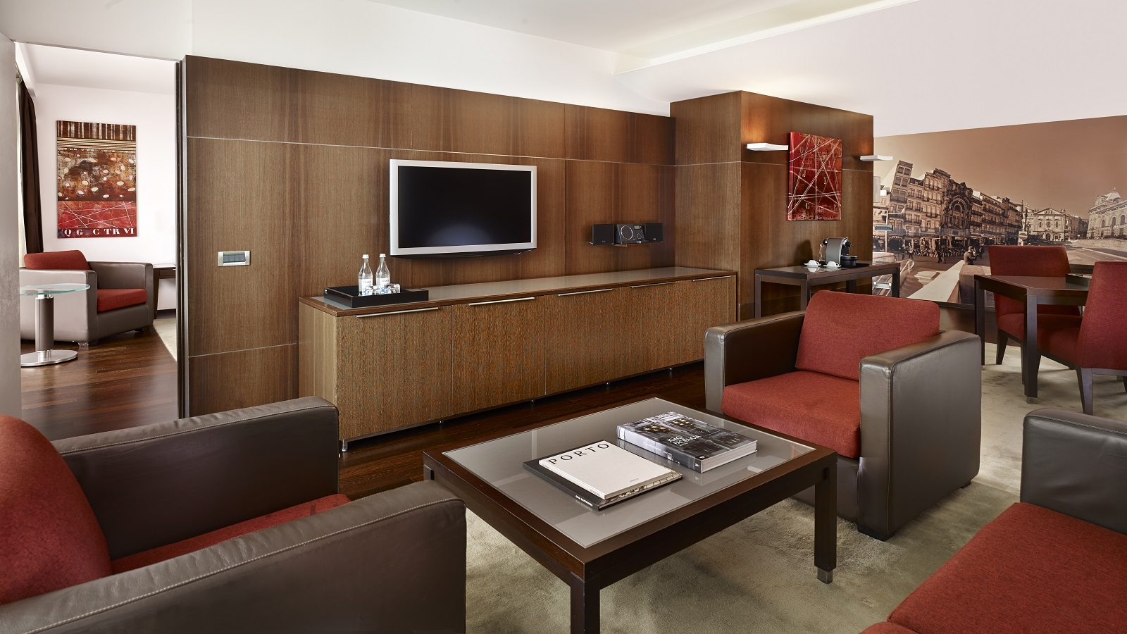 Executive Suite - including wi-fi, breakfast and parking